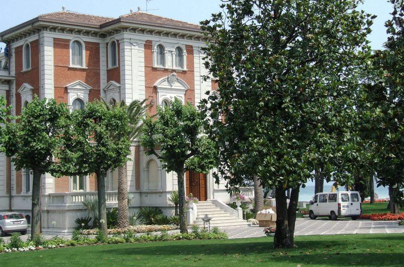 Ristrutturazione con restauro conservativo lussuosa villa sul Lago di Garda - Vista esterni